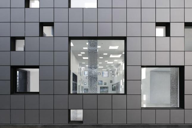 Black tiles & windows resized - 01