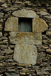 Moss stones masonry