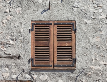 Minimalist rustic facade