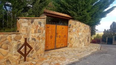 El Monte de Los Cortos - Portón chalet