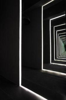 Perspectiva de pasillo con franjas de luz-01