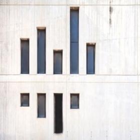 Windows on white facade (Serge Najjar) - 01 b