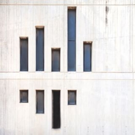 Windows on white facade (Serge Najjar) - 01 b