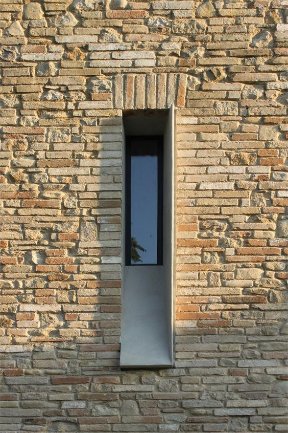Brick rectangled window - Fabio Barilari
